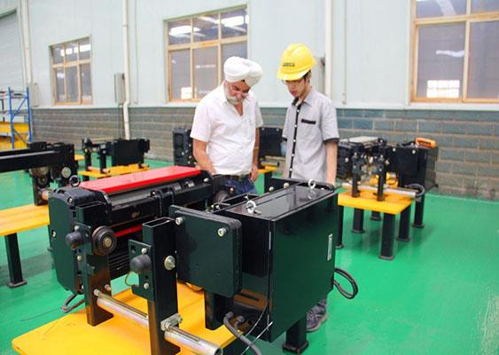 India customer visited our factory.jpg
