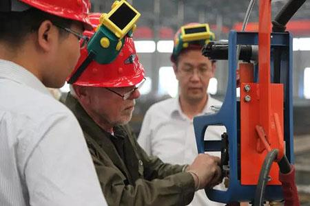 German experts conduct theoretical and practical training for our company's welders180612112022.jpg